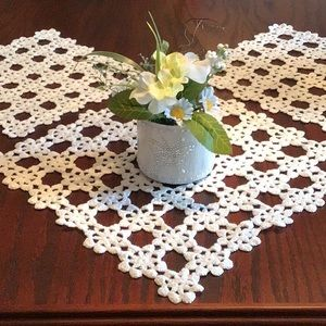 NWOT Handcrafted 3 Piece Table/Dresser Doilies